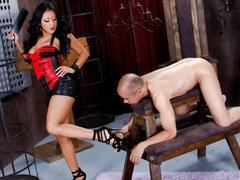 Latina domme Kiara Mia with great a-hole