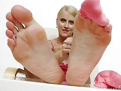 Look at this bitch, Kasia woe horny she is. Even she does not leave a chance to have fun with a dildo. Here this horny babe is giving nice feet work to a dildo. In the beginning she is using some oil to make the dildo slippery and then she is rubbing her feet on the dildo over and over again to take the happy feeling.